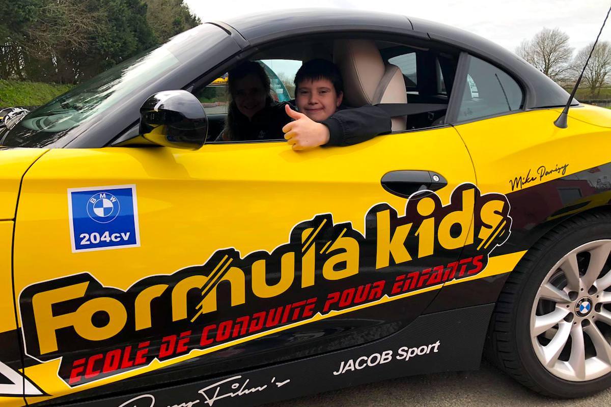 École de conduite en voiture pour les enfants dès 7 ans